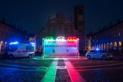 Installazione temporanea in Piazza Ducale: un abbraccio a distanza per la città