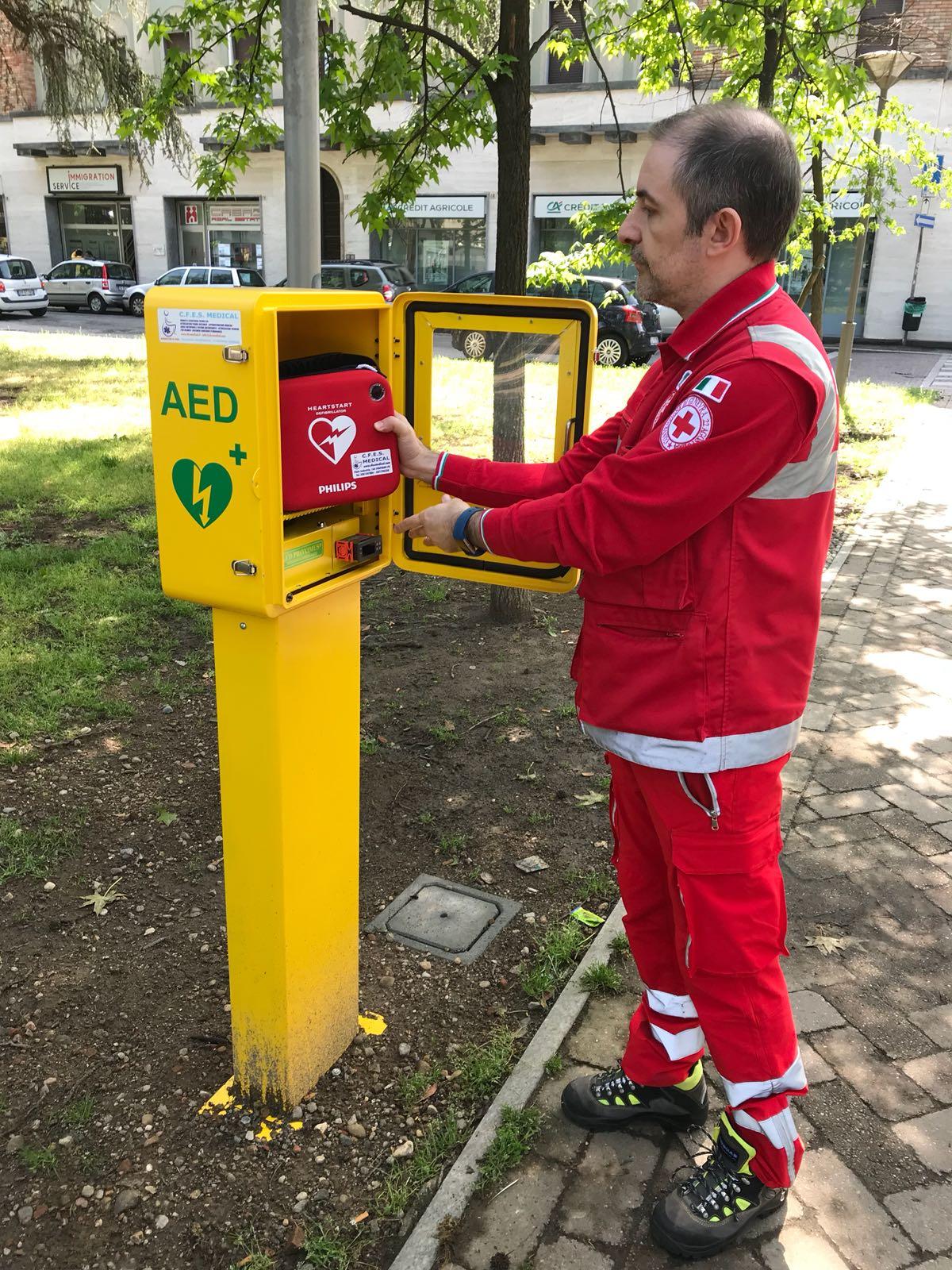 DAE defibrillatore Piazza Volta Vigevano Croce Rossa